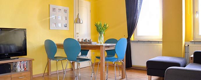 wohnzimmer-gelb